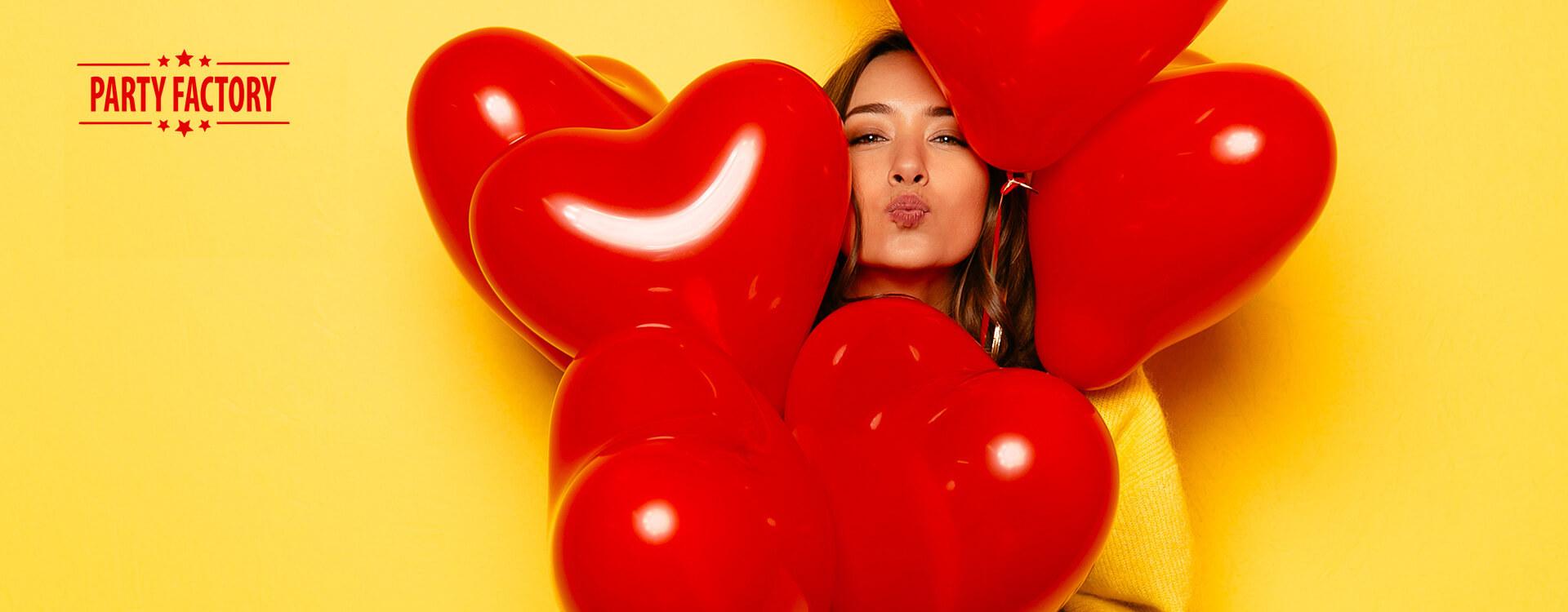 Layout und Konzept auf JTL der E-Commerce-Agentur: BS-Style GmbH. Darstellung einer jungen braunhaarigen Frau mit vielen roten Herzluftballons vor dem Gesicht.